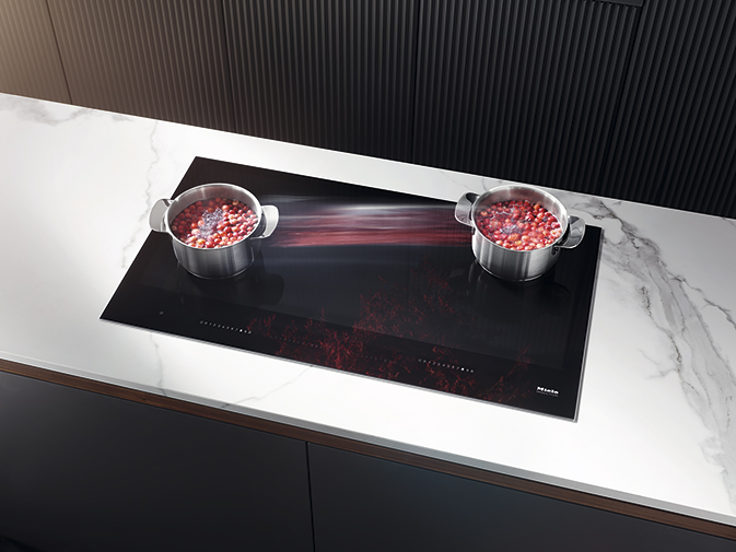 Индукционная панель конфорок KM 7897 FL дополнит современный и минималистичный интерьер вашей кухни. (Фото: Miele)